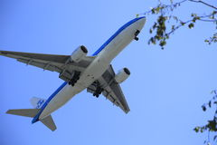 KLM Airplane flying way to close to city of Vancouver Stock Photos