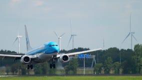 KLM Boeing 737 που προσγειώνεται απόθεμα βίντεο