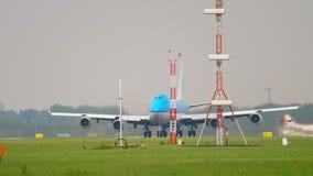 KLM Boeing 747 accelererar för avvikelse lager videofilmer