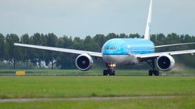 KLM Boeing 777 antes da partida video estoque