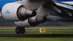 KLM Boeing 747 beschleunigen sich vor Abfahrt stock video