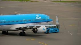 KLM Boeing 737 holuje zbiory