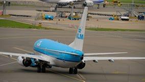 KLM Boeing 737 holuje zdjęcie wideo