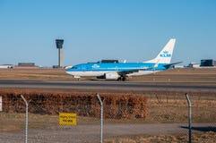 KLM Boeing 737-700 i Köpenhamnflygplats Arkivbild