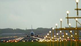 KLM Boeing 737 landning arkivfilmer
