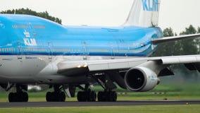 KLM Boeing 747 que lleva en taxi antes de despegue metrajes