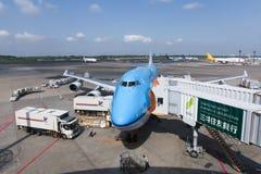 KLM Boeing 747-400 som parkeras på Narita den internationella flygplatsen Arkivfoto