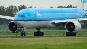 KLM Boeing 777 vóór vertrek stock videobeelden