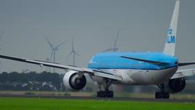 KLM Boeing 777 versnelt stock footage