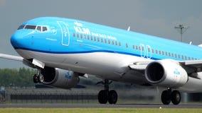 KLM Boeing 737 vertrek stock videobeelden