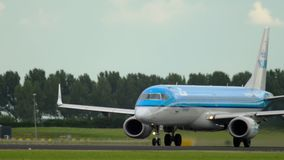 KLM Cityhopper θλεμψραερ 190 αναχώρηση απόθεμα βίντεο