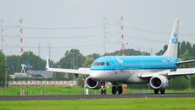KLM cityhopper θλεμψραερ 190 που προσγειώνεται απόθεμα βίντεο
