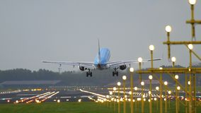KLM Cityhopper Embraer 175 ląduje Zdjęcia Stock