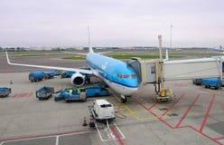 Klm-Flugzeug am Flughafen Lizenzfreies Stockbild