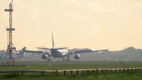 KLM-Luchtbus 330 die landen stock videobeelden