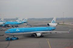 KLM MD11 que es echado atrás fotografía de archivo