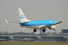 KLM nivå Boeing 737-700 Fotografering för Bildbyråer