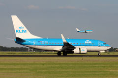 KLM - Royal Dutch Airlines Boeing 737-7K2 Royalty Free Stock Photos