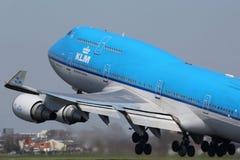 KLM Royal Dutch flygbolagBoeing 747-400 flygplan Amsterdam Fotografering för Bildbyråer