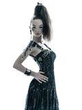 Klänning för sommar för kvinnamodesvart siden- Arkivfoton