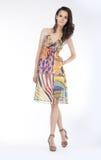 klänning som poserar sinnligt moderiktigt kvinnabarn Royaltyfria Bilder