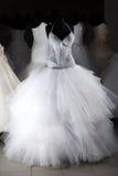 klänningen shoppar bröllop Arkivfoton
