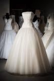 klänningen shoppar bröllop Arkivbilder