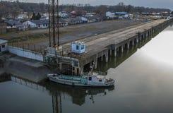 Klocka över skeppfabriken från ada-bron royaltyfri bild