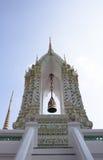 Klocka av den thailändska templet arkivfoto
