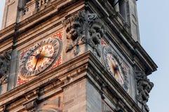 Klocka av det Klocka tornet i Varese Arkivbilder