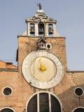 Klocka av kyrkliga San Giacomo di Rialto, Venedig, Italien Fotografering för Bildbyråer