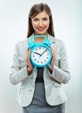 Klocka för håll för affärskvinna för objekttid för bakgrund begrepp isolerad white Le flickaståenden, Arkivfoton