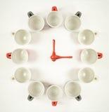 Klocka för kaffekoppar - begrepp för kaffeavbrott Fotografering för Bildbyråer