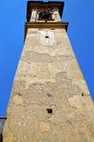 klocka för kyrkligt torn för castronno solig abstrakt Arkivfoto