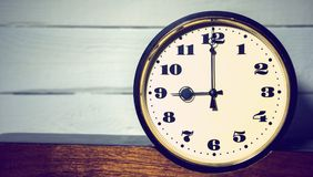 Klocka, klocka för ` för nolla nio för tappning retro i morgonen och afton Royaltyfri Bild