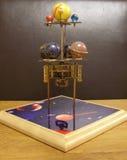 Klocka för Orrerysteampunkkonst med planeter av solsystemet fotografering för bildbyråer