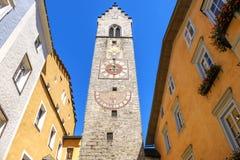 Klocka för Vipiteno Sterzing klockatorn - Alto Adige - Italien Arkivbilder