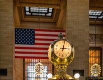 Klocka i den New York City Grand Central stationen Hall Arkivfoto