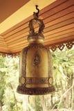 Klocka i en tempel, Thailand Arkivfoto