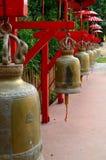 Klocka i templet, Thailand Arkivbilder