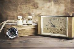 Klocka, kompass och teleskop Arkivbilder
