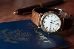 Klocka med ett pass Arkivbilder