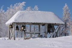 klocka nära snowtempelvinter Royaltyfria Foton