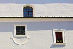 Klocka och fönster royaltyfria foton