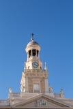 Klocka och Klocka torn på den Cadiz kyrkan Royaltyfri Bild
