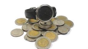 Klocka och mynt Fotografering för Bildbyråer