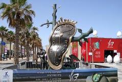 Klocka och paviljong med en utställning av arbeten av Salvador Dali Royaltyfria Bilder