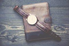 Klocka och plånbok Royaltyfri Fotografi