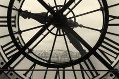 Klocka och sikt av Montmartre, Paris Royaltyfri Fotografi