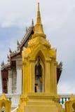Klocka på det guld- tornet i tempel Royaltyfria Foton